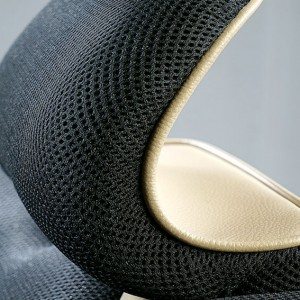 Specially formed head support with ventilation